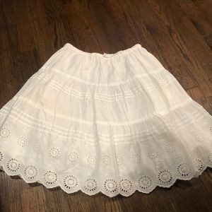 Beautiful mini Boden white skirt 7-8Y